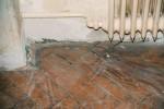 Das Parkett wurde durch die Renovierungsarbeiten des Raumes in Mitleidenschaft gezogen