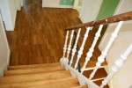 Treppen und Podeste wurden abgeschliffen und lackiert